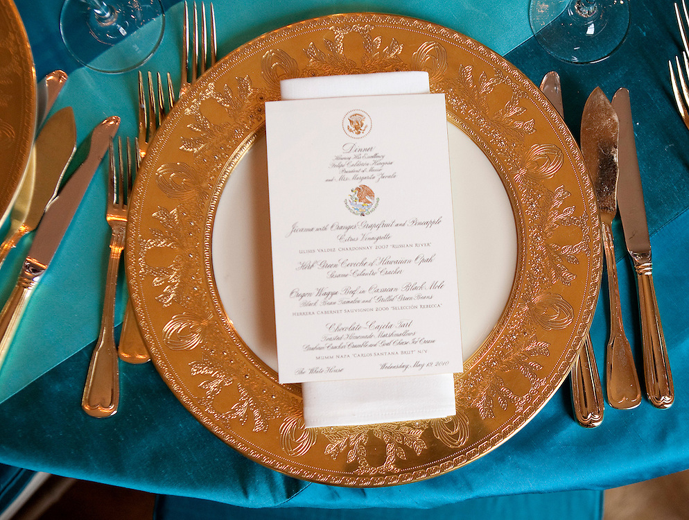 A place setting a laid for the State Dinner hosted by US President Barack Obama and first lady Michelle Obama for the President of Mexico Felipe Calderon and his wife Margarita Zavala at the White House in Washington on May 19, 2010.       REUTERS/Joshua Roberts    (UNITED STATES)