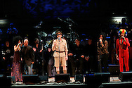 Singers Lenny Kravitz(L), Sheryl Crow(2nd L), Billy Joel(2nd R), and James Taylor(r) perform during the Rain Forest Foundation's benefit concert at Carnegie Hall in New York May 19, 2006. Photo by Keith Bedford