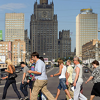 """RUSSIA - Russland - MOSCOW, MOSKAU; street scene; """"Seven Sisters"""", Stalinistic Architecture;      © Christian Jungeblodt"""