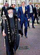 LEIDEN - King Willem Alexander and Her Majesty Queen M&aacute;xima on Thursday, October 1st, 2015 at the conference &quot;China in the Netherlands' Leiden University. The meeting is organized by the university in preparation for the state visit of the royal couple at the end of October brings the PRC. COPYRIGHT ROBIN UTRECHT <br /> Koning Willem alaxander en Hare Majesteit Koningin M&aacute;xima zijn op donderdag 1 oktober 2015 aanwezig bij de bijeenkomst &ldquo;China in Nederland&rdquo; bij de Universiteit Leiden. De bijeenkomst wordt georganiseerd door de universiteit in aanloop naar het staatsbezoek dat het Koningspaar eind oktober brengt aan de Volksrepubliek China.