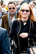 ROTTERDAM - Bruce Springsteen en Patti Scialfa kijken naar hun dochter tijdens de  Internationale Dressuur Grand Prix Special in Rotterdam, Nederland op 22 juni 2014. Hun dochter Jessica Springsteen is een show jumping kampioen ruiter en neemt deel aan de Grand Prix.  COPYRIGHT ROBIN UTRECHT