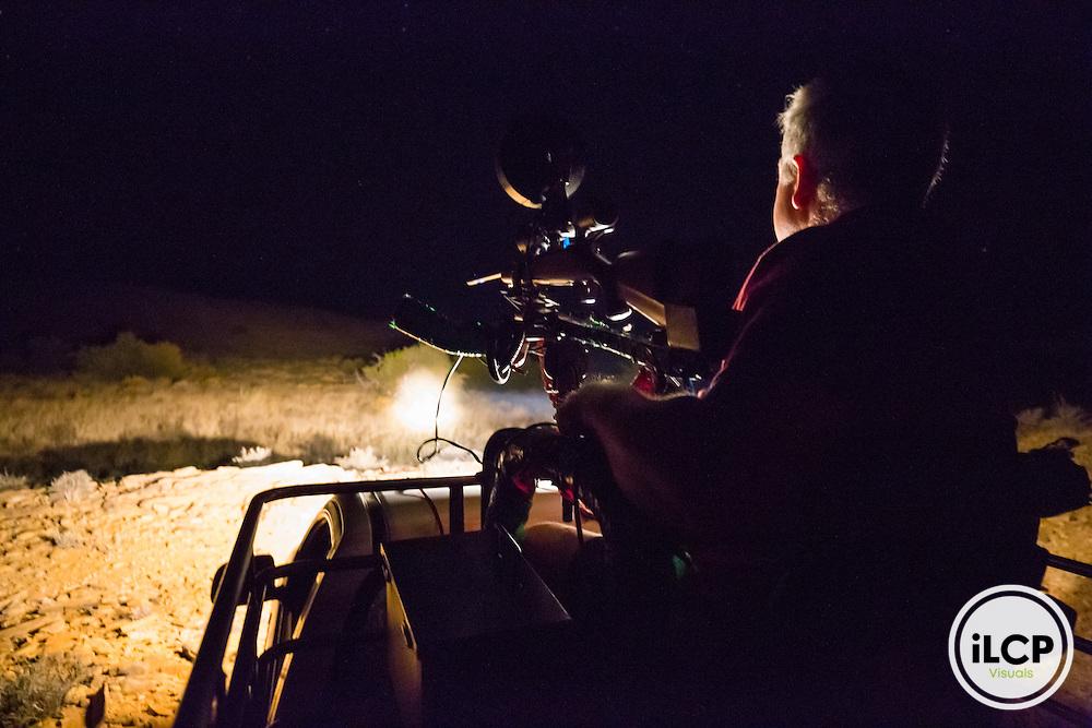 Sometimes when a jackal crack down on a property, farmers help each other between neighbors and organizes some patrolling evening overnight to remove the problematic animal.<br /> Western Cape, Karoo, South Africa / Il arrive que lorsqu'un chacal s&eacute;vit sur une propri&eacute;t&eacute;, les fermiers s'entraident entre voisins et organise quelques soir&eacute;e de patrouillent de nuit pour &eacute;liminer l'animal probl&egrave;matique. <br /> Western Cape, Karoo, South Africa