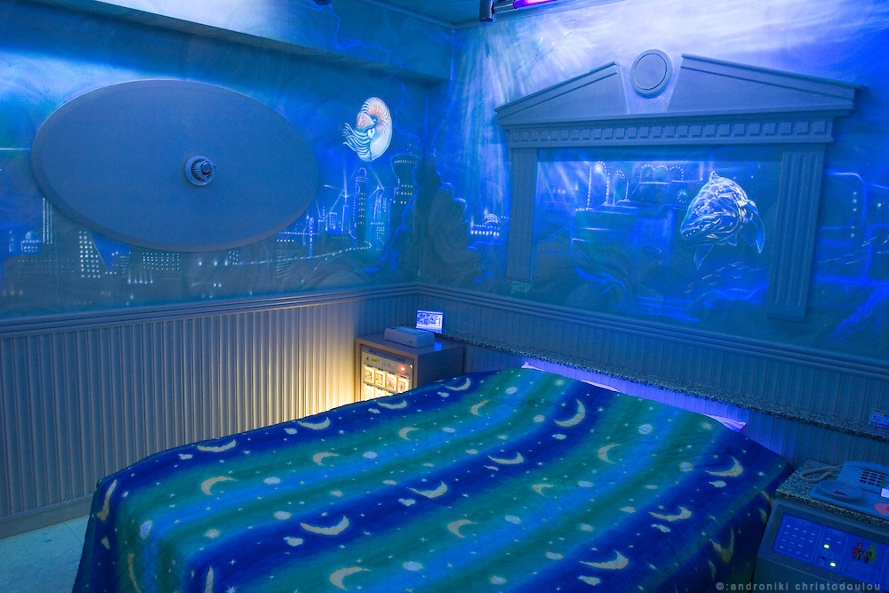 GANG SNOWMAN Love Hotel in Osaka Ikutamateramachi area. Black Light room. You can only see the wall-painting with black light.