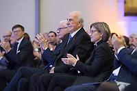 19 DEC 2014, DRESDEN/GERMANY:<br /> Hans-Gerd Poettering (L), CDU, Vorsitzender der Konrad-Adenauer-Stiftungm Helmut Kohl (M), CDU, Bundeskanzler a.D., und Maike Richter-Kohl (R), Ehefrau von Helmut Kohl, Veranstaltung der Konrad-Adenauer-Stiftung am 25. Jahrestag der Rede von Helmut Kohl vor der Ruine der Frauenkirche, Albertinum<br /> IMAGE: 20141219-01-108<br /> KEYWORDS: Frau, Gattin, wife, Applaus, applaudieren, klatschen, Hans-Gerd P&ouml;ttering