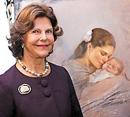 HERZOGENRATH - Sweden's Queen Silvia and Mayor Christoph von den Driesch arrive for a concert at Burg Rode Herzogenrath in Germany. The queen also come to the Netherlands for the prestigious Martin Buber Plaque, an annual award for people who have made themselves for their neighbor, to accept. COPYRIGHT ROBIN UTRECHT