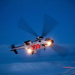 H&eacute;licopt&egrave;re AS332 Super Puma de la soci&eacute;t&eacute; Airlift, bas&eacute; &agrave; Longyearbyen (Svalbard 78&deg; Nord) en charge des op&eacute;rations de secours maritimes et terrestres au nord du cercle arctique.<br /> F&eacute;vrier 2012 / Longyearbyen / SVALBARD<br /> Cliquez ci-dessous pour voir le reportage complet (234 photos) en acc&egrave;s r&eacute;serv&eacute;<br /> http://sandrachenugodefroy.photoshelter.com/gallery/2012-02-Helicopter-SAR-au-Svalbard-Complet/G00000dNRVCWraeI/C0000yuz5WpdBLSQ
