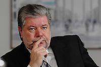 08 JAN 2007, BERLIN/GERMANY:<br /> Kurt Beck, SPD Parteivorsitzender und Ministerpraesident Rheinland-Pfalz, waehrend einem Interview, in seinem Buero, Willy-Brandt-Haus<br /> Kurt Beck, Party Leader of the Social Democratic Party, during an interview, in his office, Willy-Brandt-Haus<br /> IMAGE: 20070108-01-015<br /> KEYWORDS: Ministerpr&auml;sident, nachdenkllich