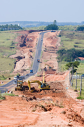 Obras de infra estrutura, duplicacao da rodovia  SP 294, entre Bauru e Marilia/..Works to turn a dual-carriage-way. Road SP294 between Bauru and Marilia in the state of Sao Paulo, Brazil