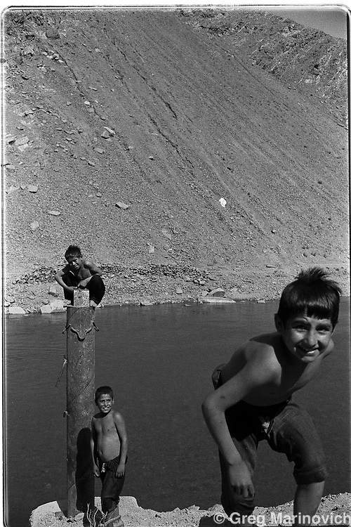 Children play at the edge of the Panshir river in areas controlled by the mujahedin forces of the Northern Alliance, Afghanistan. (Greg Marinovich)