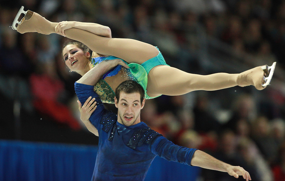 20101030 -- Kingston, Ontario -- Marissa Castelli and Simon Shnapir of the United States skate their free skate in the pairs competition at Skate Canada International in Kingston, Ontario, Canada, October 30, 2010. <br /> AFP PHOTO/Geoff Robins