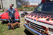 "Rescue Ink, Long Island, New York, taettowierte Motoradgang, Verein zur Rettung mishandelter Hunde und anderer Tierarten.Jonny ""O"" mit dem Vereinshund Rebel..Rescue Ink, the animal rescue group that brings an in your face approach to the fight against animal abuse and neglect. The goups members are heavily tattooed and ride motorbikes. Their pitbull 'Rebel', who lives at their headquarters, was rescued from a dog fighting operation, where he was used as bait. He was near death when two members of Rescue Ink flew to Virginia to save him...Foto © Stefan Falke."