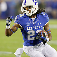 September 29, 2012 - Lexington, Kentucky, USA - UK's Daryl Collins runs downfield in the first half as the University of Kentucky plays South Carolina at Commonwealth Stadium. South Carolina won the game 38-17. (Credit Image: © David Stephenson/ZUMA Press).