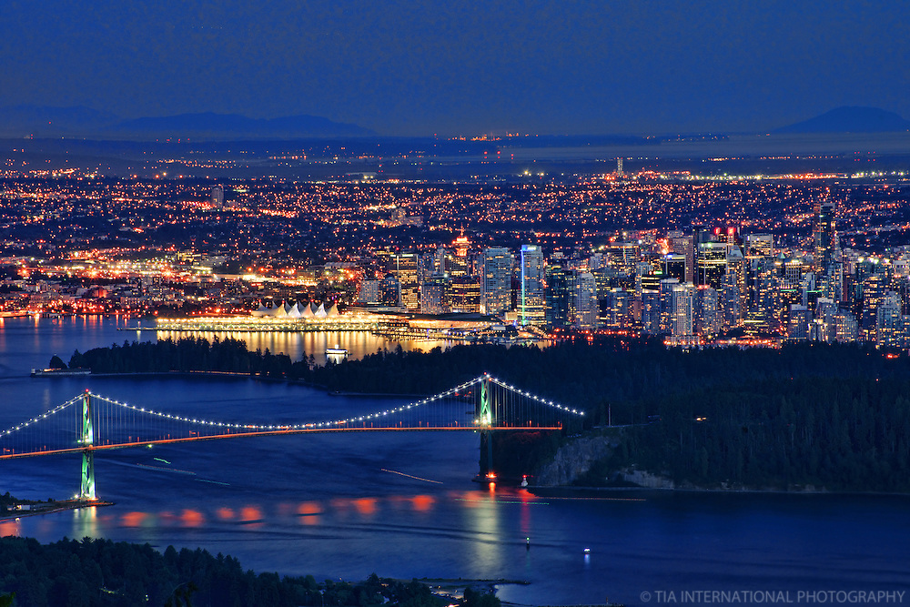 Lions Gate Bridge & Downtown Vancouver (Evening)