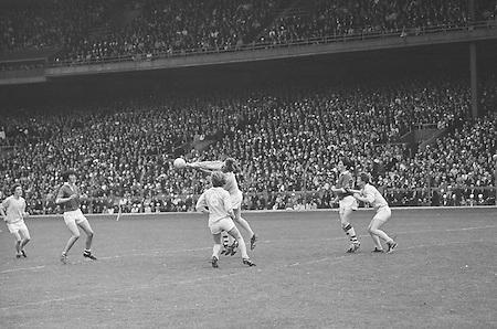 22.08.1971 Football All Ireland Semi Final Cork Vs Offaly..Offaly.1-16.Cork.1-11.Offaly. ..M. Furlong, M. Ryan, P. McCormack, M. O'Rourke, E. Mulligan, N. Clavin, M. Heavey, W. Bryan (Captain), K. Claffey, J. Cooney, K. Kilmurray, A. McTague, J. Gunning, S. Evans, Murt Connor..Subs: J. Smith for N. Clavin; P. Fenning for J. Gunning.W. Bryan (Captain).