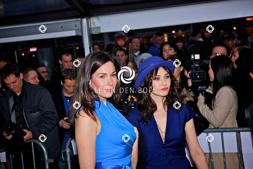 AMSTERDAM - In discotheek De Escape op het Rembrandtplein zijn weer de Rembrandt Awards 2012 uitgereikt.  Met op de foto Carice van Houten en Halina Reijn. FOTO LEVIN DEN BOER - PERSFOTO.NU