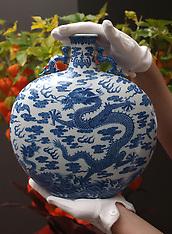 NOV 01 2013 Chinese Ceramics & Works of Art