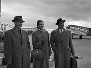 A593-1625 Aer Lingus - Aberdeen Angus Association Members at Collinstown (Dublin Airport) .