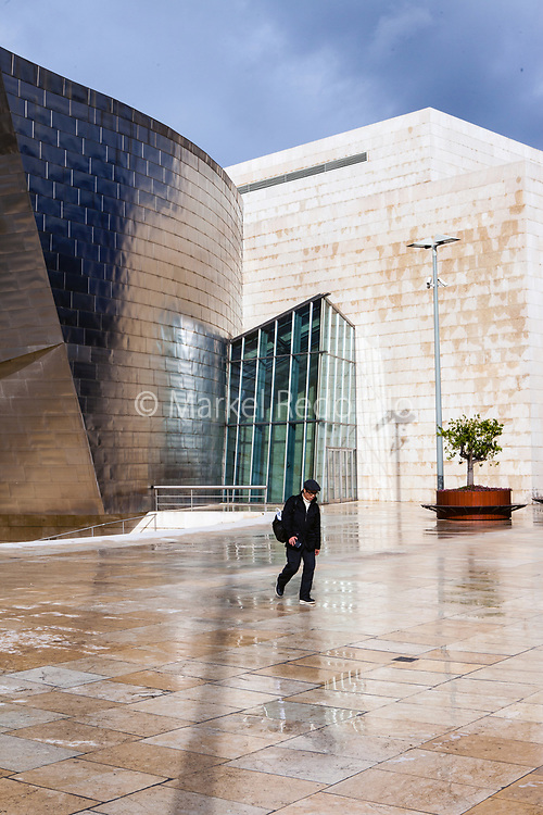 Designed by Frank Gehry, the Guggenheim museum is the most notable touristic attraction of the city, it sits only 10 minutes away from the apartment.