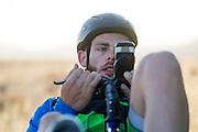 Ken Buckley tijdens de warming up voor de kwalificaties op maandagochtend. Het Human Power Team Delft en Amsterdam (HPT), dat bestaat uit studenten van de TU Delft en de VU Amsterdam, is in Amerika om te proberen het record snelfietsen te verbreken. In Battle Mountain (Nevada) wordt ieder jaar de World Human Powered Speed Challenge gehouden. Tijdens deze wedstrijd wordt geprobeerd zo hard mogelijk te fietsen op pure menskracht. Het huidige record staat sinds 2015 op naam van de Canadees Todd Reichert die 139,45 km/h reed. De deelnemers bestaan zowel uit teams van universiteiten als uit hobbyisten. Met de gestroomlijnde fietsen willen ze laten zien wat mogelijk is met menskracht. De speciale ligfietsen kunnen gezien worden als de Formule 1 van het fietsen. De kennis die wordt opgedaan wordt ook gebruikt om duurzaam vervoer verder te ontwikkelen.<br /> <br /> The Human Power Team Delft and Amsterdam, a team by students of the TU Delft and the VU Amsterdam, is in America to set a new world record speed cycling.In Battle Mountain (Nevada) each year the World Human Powered Speed Challenge is held. During this race they try to ride on pure manpower as hard as possible. Since 2015 the Canadian Todd Reichert is record holder with a speed of 136,45 km/h. The participants consist of both teams from universities and from hobbyists. With the sleek bikes they want to show what is possible with human power. The special recumbent bicycles can be seen as the Formula 1 of the bicycle. The knowledge gained is also used to develop sustainable transport.