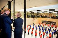 EINDHOVEN - Koning Willem Alexander neemt donderdagochtend 25 september in het kader van het 65-jarig jubileumcongres van Vereniging Sport en Gemeenten (VSG) de heruitgave van het 'Sportalbum 1898' in ontvangst. Dit sportalbum is in 1898, het jaar van haar inhuldiging, aangeboden aan Koningin Wilhelmina door de Nederlandse sport. Het jubileumcongres en de overhandiging vinden plaats in de Fontys Sporthogeschool in Eindhoven. COPYRIGHT ROBIN UTRECHT
