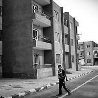 Egypt / Syrian refugees / A Syrian refugee makes his way down a deserted street in Beit Al Alia neighborhood in the 6th of October City outside of Cairo, Egypt, Tuesday, May 28, 2013. The neighborhood is a mix of lower income Egyptian families and hundreds of newly arrived Syrian refugees.  / UNHCR / Shawn Baldwin / May 2013
