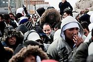 LAMPEDUSA. IMMIGRATI TUNISINI SULLA BANCHINA DEL PORTO DI LAMPEDUSA IN ATTESA DI ESSERE TRASFERITI IN SICILIA CON UNA NAVE PASSEGGERI;
