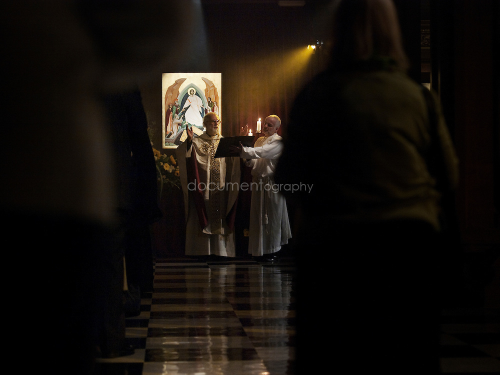 The Archbishop of Canterbury, Rowan Williams blessing an icon at St andrews church in Holborn, london.