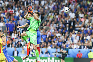 SAINT-DENIS, FRANCE, 06.10.2016 - FRANCE-ROMANIA - Olivier Giroud (background) of France dispute ball with the keeper Tatarasanu of Romania, in a match valid for the 1st round of Group A of Euro 2016 in the Stade de France in Saint-Denis, on Friday (10).