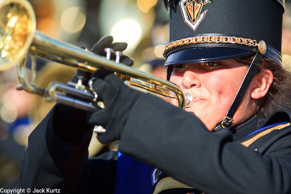 03 JANUARY 2009 -- PHOENIX, AZ: Members of the Chandler High School marching band performs during the annual Ft. McDowell Fiesta Bowl parade through Phoenix, AZ. More than 150,000 spectators line the parade routes which starts in north Phoenix and winds down Central Ave and 7th Street before ending in central Phoenix. More than 100 units march in the parade.  PHOTO BY JACK KURTZ