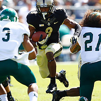 WEST LAFAYETTE, IN - SEPTEMBER 15:  Wide receiver Raheem Mostert #8 of the Purdue Boilermakers runs the ball up the middle against the Eastern Michigan Eagles at Ross-Ade Stadium on September 15, 2012 in West Lafayette, Indiana. (Photo by Michael Hickey/Getty Images)***Local Caption***Raheem Mostert
