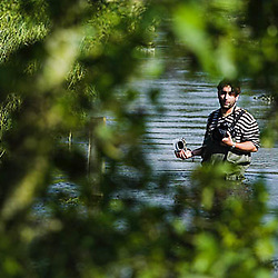 PHOTO SHOWS:  Photographer Jiri Rezac photographs the River Kennet in Wilts and Berks, UK, for the World Wildlife Fund, showing effects of good and poor management. 26 Jun 2008..ALL RIGHTS RESERVED. This photograph is Copyright material. Supply does not comprise any permission to publish, distribute nor reproduce  in any medium. Please contact me to negotiate an appropriate fee if usage rights are required. ©Tony Sleep 2008  +44 208 8403463 tonysleep@halftone.co.uk