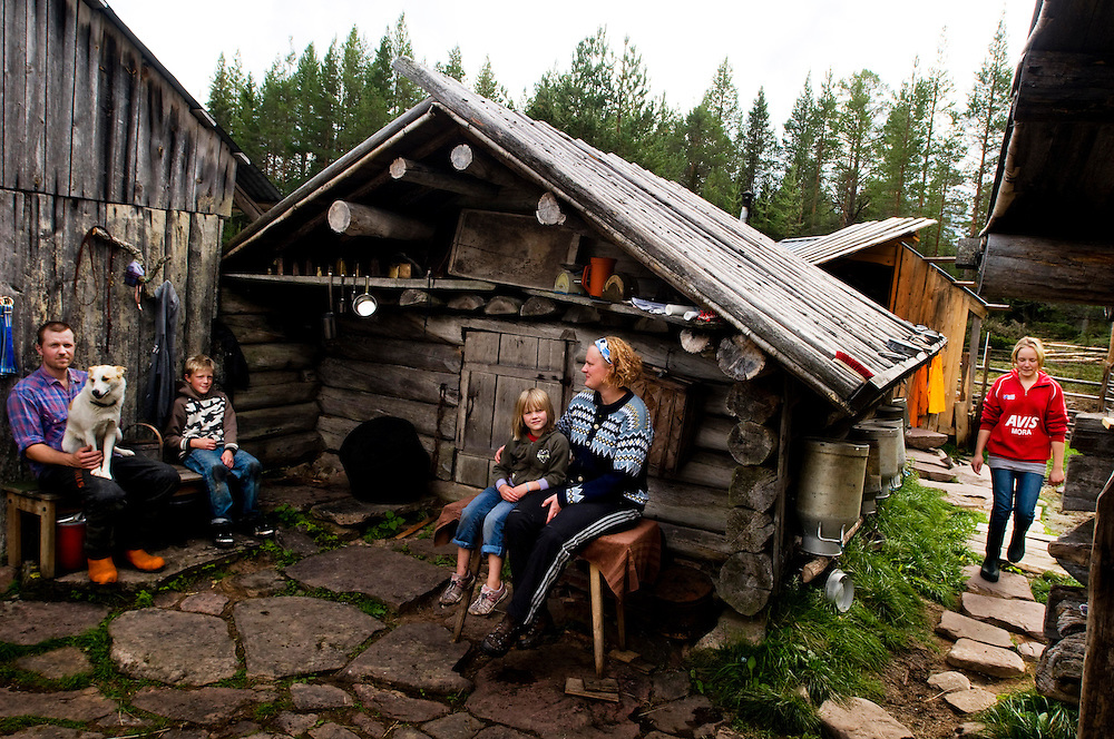 """Anna Axelsson and her family on  their """"Fäbod"""" in the forests outside Älvdalen, Dalarna, Sweden...Left to right: ..Robert Axelsson 31, Casper Axelsson 10,  Evelina Axelsson 6, Anna Axelsson 29, Linnea Axelsson 13..Photographer: Chris Maluszynski /MOMENT"""