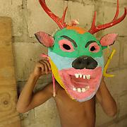 """Esta máscara cora, que representa un venado, es empleada por los """"judas"""" en las celebraciones de la Semana Santa y es una muestra de la influencia cristiana en este grupo étnico"""