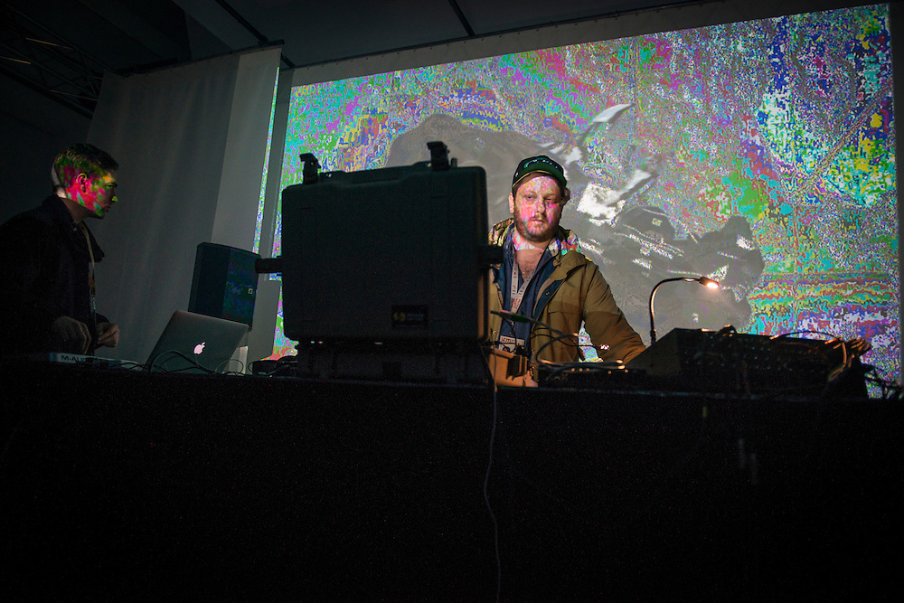 ONEOHTRIX POINT NEVER (US) / OUVERTURE MAC: TOTALLY TUBULAR / MUTEK 2014