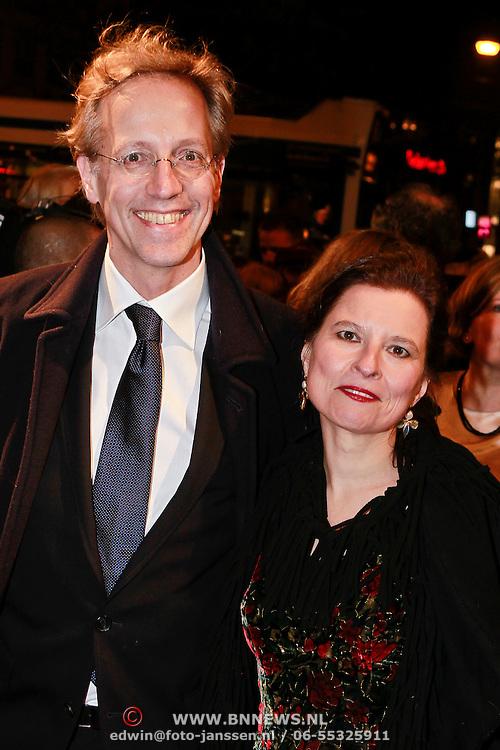 NLD/Amsterdam/20110315 - Inloop Boekenbal 2011, Robert Dijkgraaf en partner