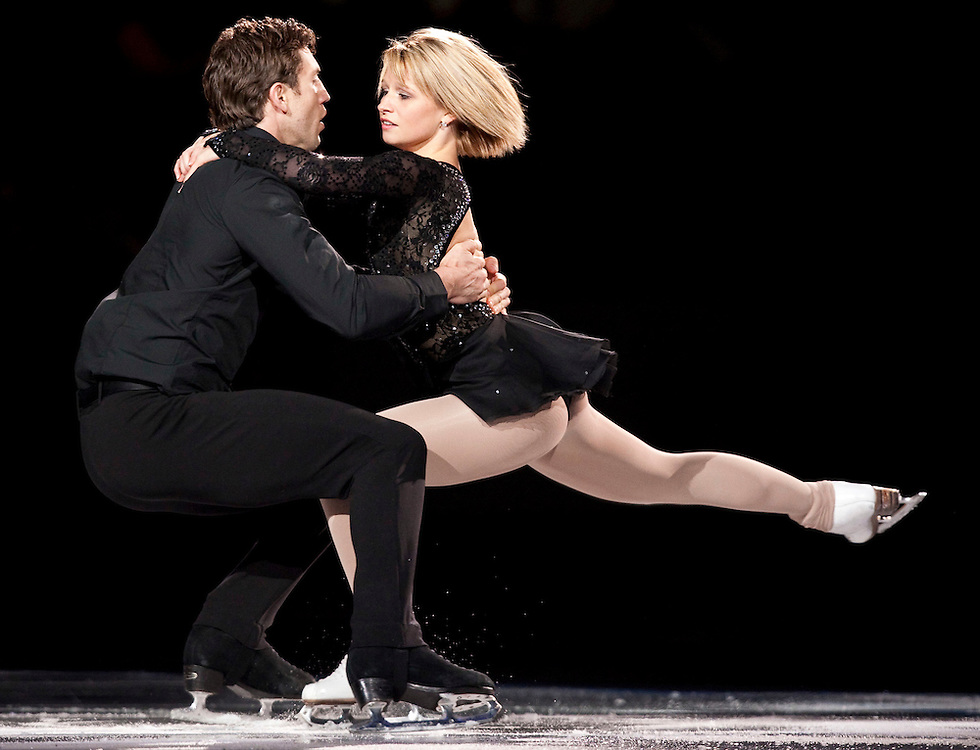 20101031 -- Kingston, Ontario -- Kirsten Moore-Towers and Dylan Moscovitch of Canada skate in the exhibition gala at Skate Canada International in Kingston, Ontario, Canada, October 31, 2010. <br /> AFP PHOTO/Geoff Robins
