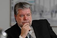 08 JAN 2007, BERLIN/GERMANY:<br /> Kurt Beck, SPD Parteivorsitzender und Ministerpraesident Rheinland-Pfalz, waehrend einem Interview, in seinem Buero, Willy-Brandt-Haus<br /> Kurt Beck, Party Leader of the Social Democratic Party, during an interview, in his office, Willy-Brandt-Haus<br /> IMAGE: 20070108-01-014<br /> KEYWORDS: Ministerpr&auml;sident, nachdenkllich