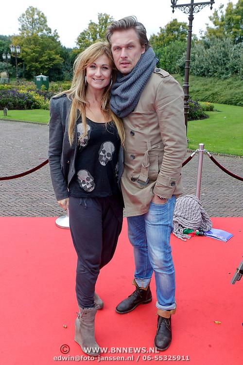 NLD/Kaatsheuvel/20111009 - Premiere Droomvlucht, Lauren Vlasblom en partner Michel Veenman