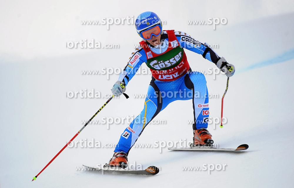 28.12.2013, Hochstein, Lienz, AUT, FIS Weltcup Ski Alpin, Lienz, Riesentorlauf, Damen, 1. Durchgang, im Bild Jessica Lindell-Vikarby (SWE) // Jessica Lindell-Vikarby (SWE) during the 1st run of ladies giant slalom Lienz FIS Ski Alpine World Cup at Hochstein in Lienz, Austria on 2013/12/28. EXPA Pictures © 2013, PhotoCredit: EXPA/ Erich Spiess