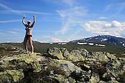 På toppen av Rødhåmmåren ved Schulzhytta. Fongen i bakgrunnen. Skarvene og Roltdal nasjonalpark, Selbu. Fongen, 1440 m.o.h.