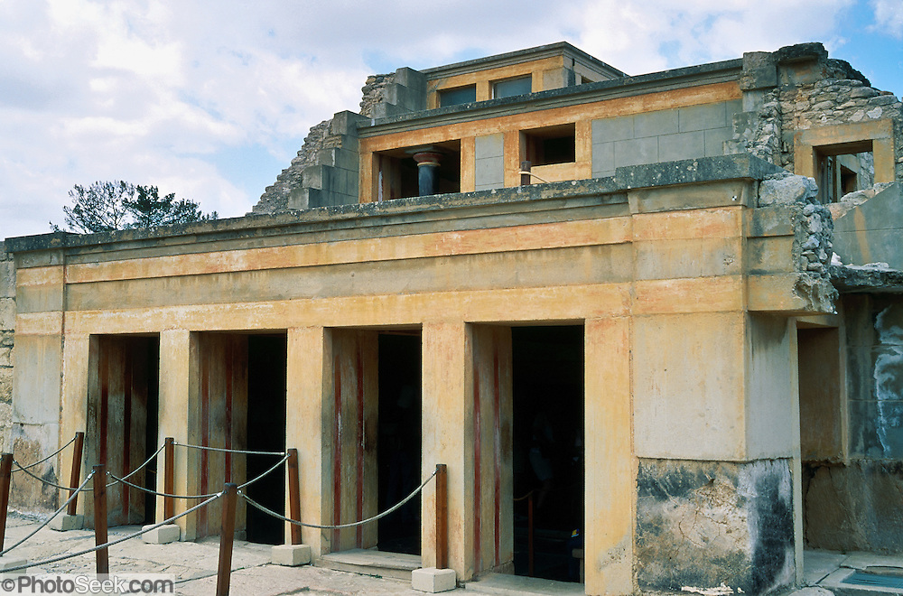 a history of the palace of knossos the capital of legendary king minos Minoan civilization, centred on the palace of knossos, in ancient crete, where the legendary king minos reigned and the minotaur roamed his labyrinth the minoans have an important place in world history, as building the first civilization to appear on european soil minoan civilization emerged around 2000 bce, and.