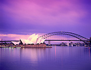 Image of the Sydney Opera House and Sydney Harbour Bridge in Sydney, Australia