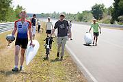 Jan van Steeg loopt terug naar de pitsstraat nadat hij voor de tweede keer is gevallen. In Schipkau worden recordpogingen gedaan met ligfietsen. Er wordt zowel een poging gedaan het uurrecord te breken als het 6-uur2, 12-uurs en 24 uurrecord.<br /> <br /> Jan van Steeg is walking back to the pit lane after he has fallen for the second time with his bike. In Schipkau records attempt cycling are taking place. The riders will try to set a new hour, 6-hours, 12-hours and 24-hours record.