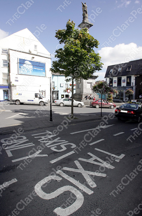 290805<br />Taxi rank at the monument in Ennis town centre.Pic Arthur Ellis/Press 22.