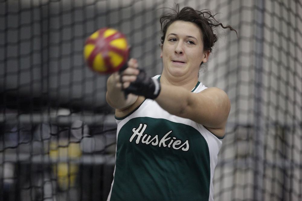 Windsor, Ontario ---12/03/09--- Taryn Suttie of  the University of Saskatchewan competes in the women's weight throw at the CIS track and field championships in Windsor, Ontario, March 12, 2009..GEOFF ROBINS Mundo Sport Images