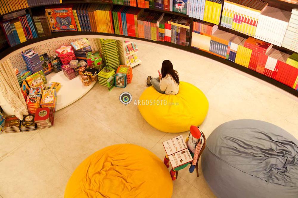 Livraria e espaco infantil de leitura. /Bookshop and reading room for children.Foto Adri Felden/Argosfoto