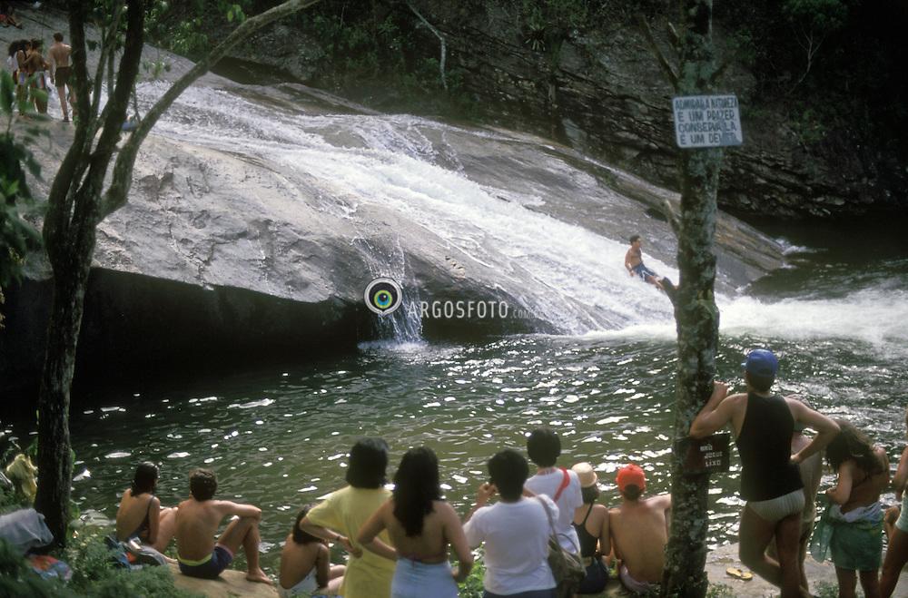 Visconde de Maua, RJ, Brasil   junho/2005.Cachoeira do Escorrega, lotada de turistas./ Escorrega Waterfalls full of tourists.Foto Marcos Issa/Argosfoto