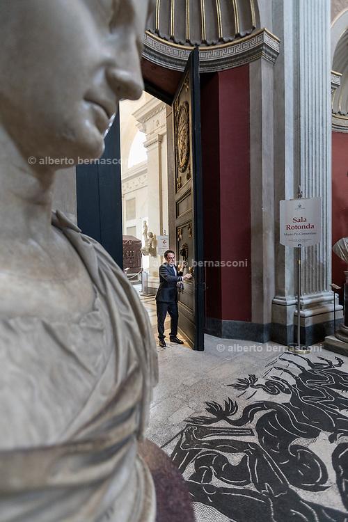 Rome, Vatican Museums, La Sala Rotonda.
