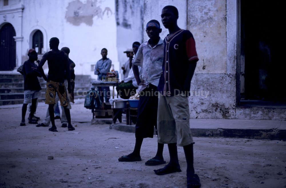 ADOLESCENTS, ILE DU MOZAMBIQUE