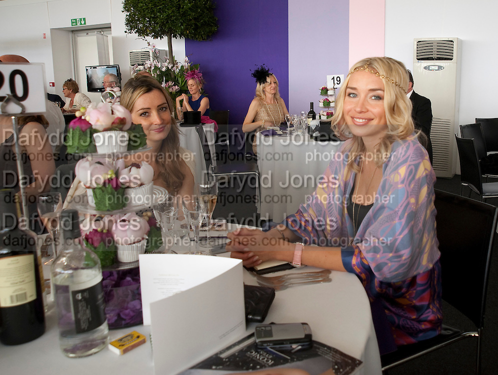 CATHERINE MANSELL; NOELLE RENO, Fashion shows in the Besborough Restaurant during Ascot week. Ascot. Tuesday 16 June 2009.